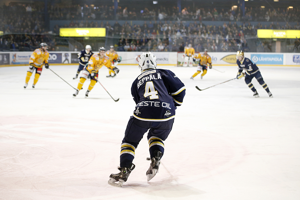 Bluesin Jere Seppälä sai lauantaina myös ylivoimavastuuta. Kuva Veera Visuri