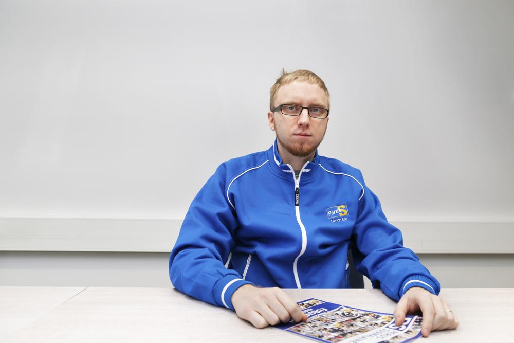 Simon Elo Perussuomalaisten puoluetoimistolla.