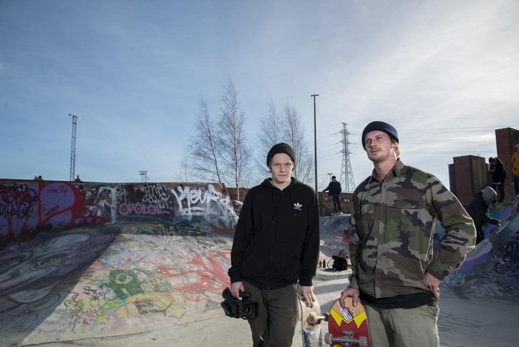 Ville Kirves (vas.) ja Joni Kiiskelä (oik.) nauttivat keväästä vielä viime viikolla.